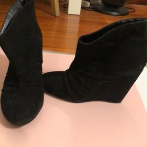 BCBGENERATION KYRA WEDGE BOOTIES SIZE 10